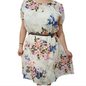 Dresses & Skirts - Plus Size Belted floral dress With keyhole back